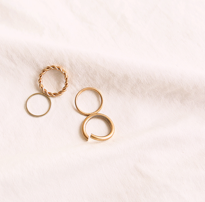 [JEWELRY] TWIST GOLD LAYERED RING 4 SET