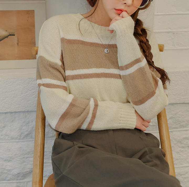 [TOP] ROLL CAKE ROUND NECK KNIT
