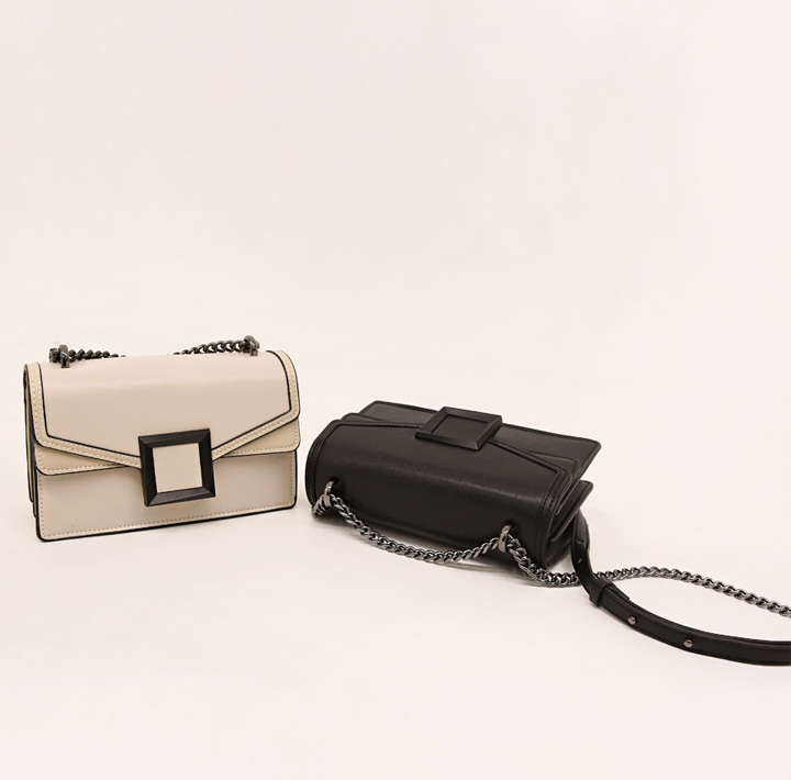 [BAG] LAWTON CHAIN LEATHER SQUARE BAG