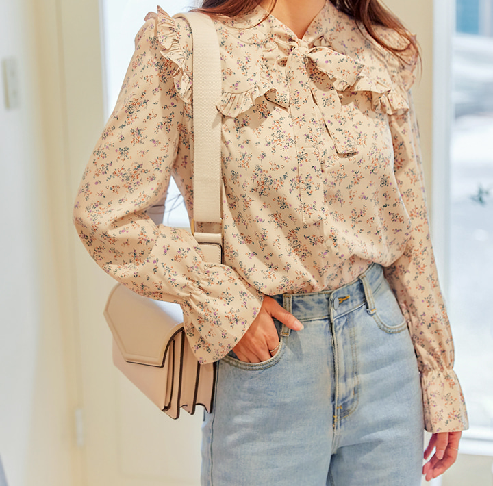 [TOP] LEILA FLOWER FRILL TIE BLOUSE