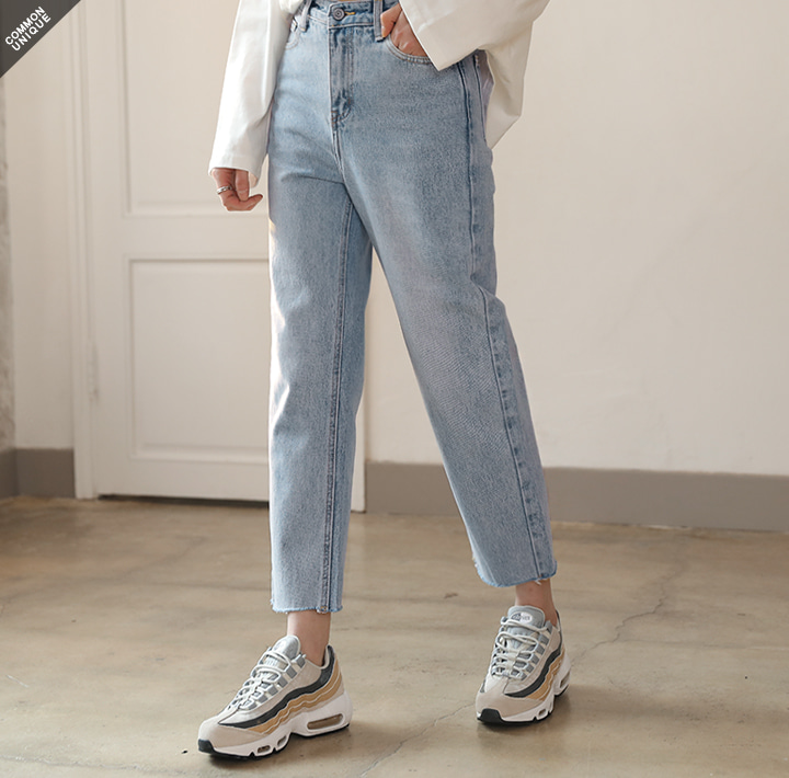 [BOTTOM] LIGHT WASHING CROP DENIM PANTS