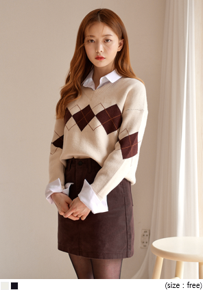 [TOP] SMOOTH WOOL ARGYLE V NECK KNIT