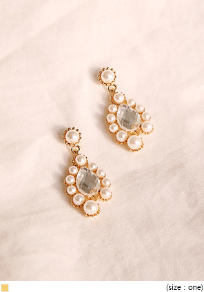 [JEWELRY] MOODY PEARL CRYSTAL EARRING
