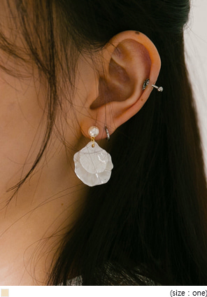 [JEWELRY] CLAM PEARL EARRING