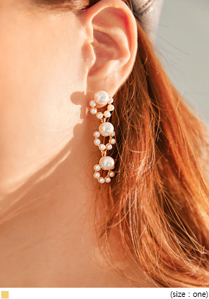 [JEWELRY] PINS TRIPLE PEARL DROP EARRING