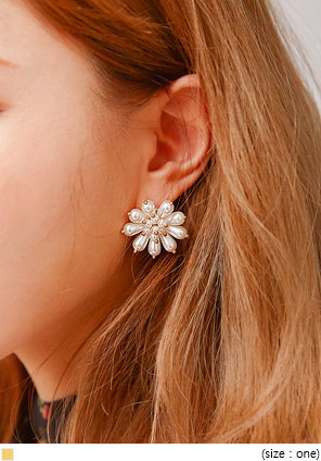 [JEWELRY] GLO FLOWER PEARL BOLD EARRING