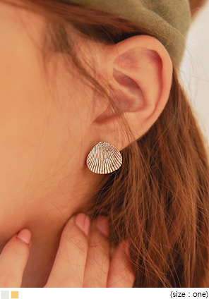 [JEWELRY] CLAM MINIMAL EARRING SET