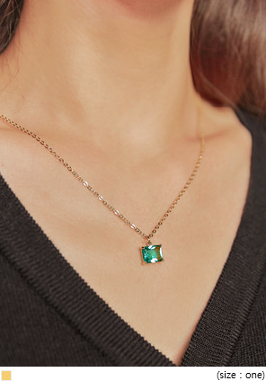 [JEWELRY] SQUARE EMERALD NECKLACE