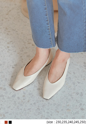 [SHOES] SLEEK V LINE SQUARE FLAT SHOES