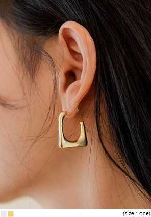[JEWELRY] BAXTER MATT SQUARE EARRING