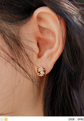 [JEWELRY] MINIMAL TWIST BALL EARRING